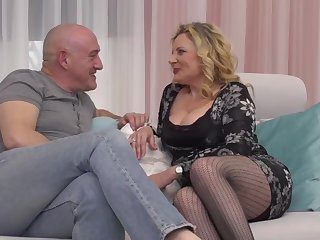 italian curvy housewife valentina fucks sugar daddy
