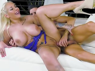 fuck doll kyra hot grinds on that enermous dick