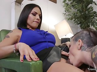 alt hair dresser gets shemales dick